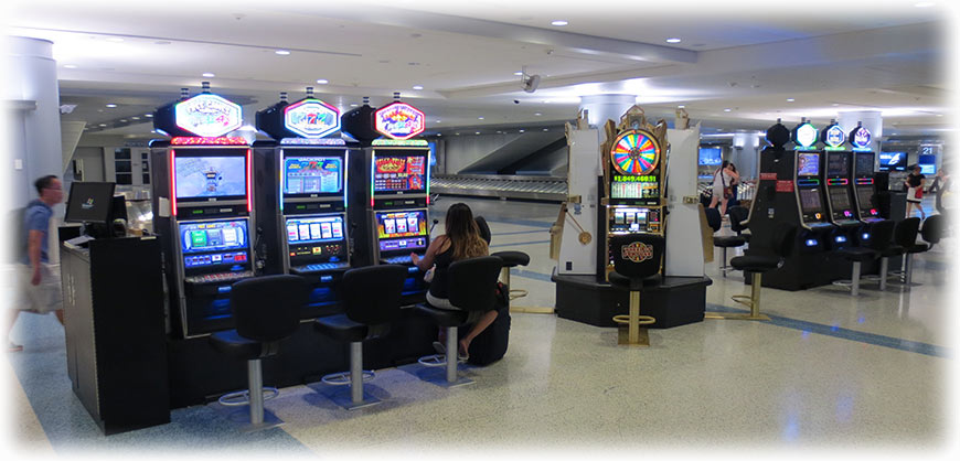 How many slot machines are in the las vegas airport